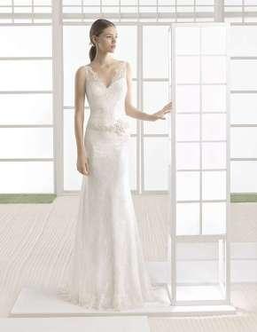 VESTIDO DE ENCAJE DE NOVIA ROSA CLARÁ 2017 El encaje es uno de los tejidos más elegantes a la hora de diseñar vestidos de novia, y Rosa Clará lo hace con mucha maestría.