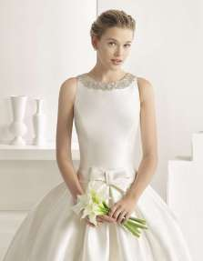 VESTIDO DE MIKADO ROSA CLARÁ TWO 2017 Vestido para novias que apuestan por el color blanco como protagonista del día de su boda.