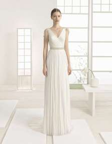 VESTIDO MUSELINA DE SEDA Y ESCOTE EN PICO ROSA CLARÁ 2017 Vestido de muselina de seda, con cintura remarcada y escote en pico, un diseño de la nueva colección de Rosa Clará 2017.