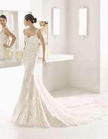 VESTIDO SIRENA DE GUIPOUR ROSA CLARÁ TWO 2017 Vestido de corte sirena, con tirantes y una larga cola, de la nueva colección de vestidos de novia de la firma Rosa Clará.